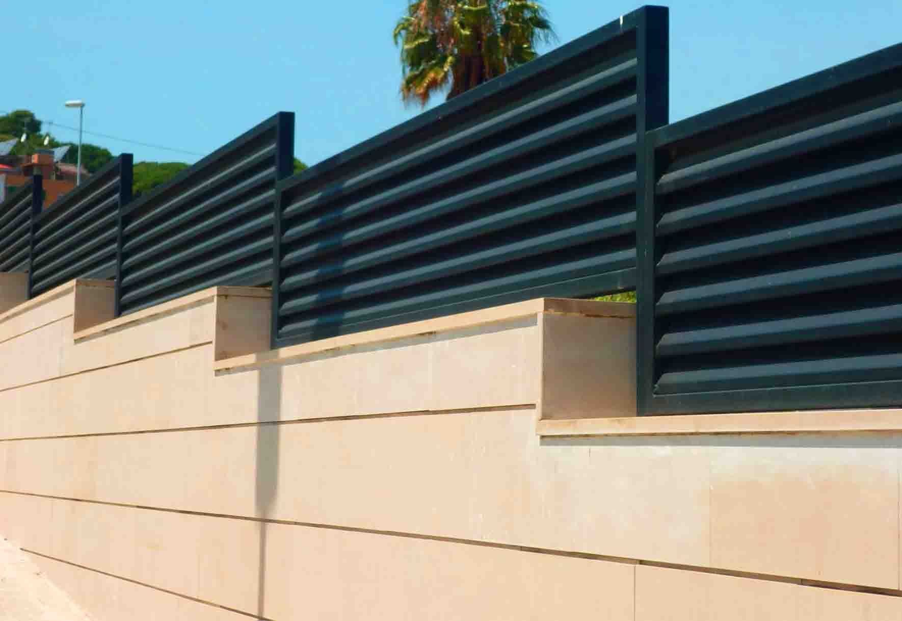 Cerramientos met licos en gipuzkoa ibarkalde s l for Muro de separacion terraza