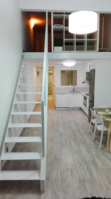 escalera met lica para loft de san sebasti n donostia On escaleras en espacios reducidos